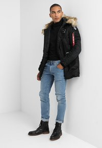 Alpha Industries - AIRBORNE - Cappotto invernale - black - 1