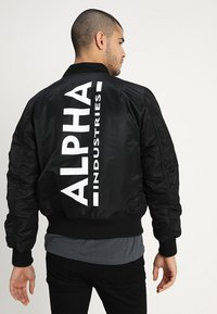 Alpha Industries - TEC BACK PRINT - Bombertakki - black - 3