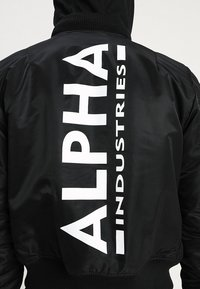 Alpha Industries - TEC BACK PRINT - Bombertakki - black - 5