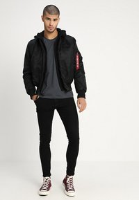 Alpha Industries - TEC BACK PRINT - Chaquetas bomber - black - 1