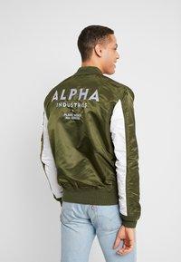 Alpha Industries - BLOUSON CUSTOM - Bomber bunda - dark green - 2