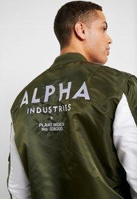 Alpha Industries - BLOUSON CUSTOM - Bomber bunda - dark green - 3