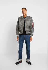 Alpha Industries - TAPE - Giubbotto Bomber - vintage green - 1