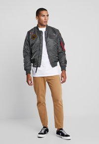 Alpha Industries - AIR FORCE - Giubbotto Bomber - grey - 1