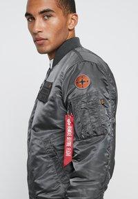 Alpha Industries - AIR FORCE - Bomberjacks - grey - 5