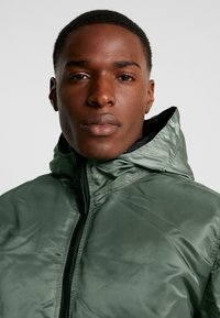 Alpha Industries - HOODED PUFFER - Jas - vintage green - 8