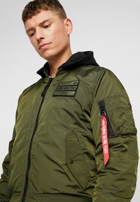 Alpha Industries - MA-1 ZIP HOOD - Bomberjacks - dark green - 5