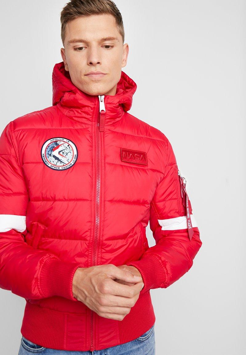 Alpha Industries - HOODED PUFFER NASA - Winterjas - speed red