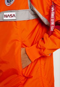 Alpha Industries - SPACE CAMP ANORAK - Veste mi-saison - orange - 3