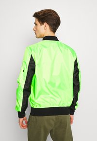 Alpha Industries - Bomberjacks - neon green - 2