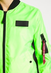 Alpha Industries - Bomberjacks - neon green - 4