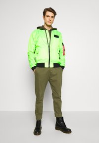 Alpha Industries - Bomberjacks - neon green - 1