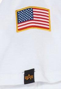 Alpha Industries - KIDS NASA  - Print T-shirt - white - 4