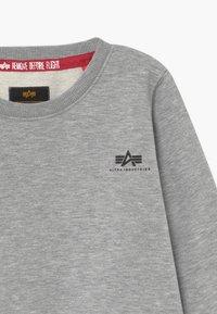 Alpha Industries - BASIC SMALL LOGO KIDS TEENS - Sweatshirts - grey heather - 3