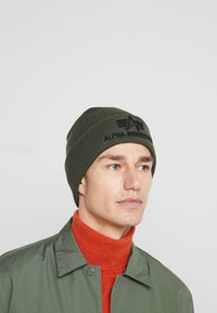 Alpha Industries - 3D BEANIE - Bonnet - dark green - 1