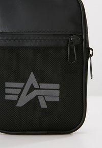 Alpha Industries - UTILITY BAG REFLECTIVE - Sac bandoulière - black - 6