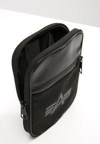 Alpha Industries - UTILITY BAG REFLECTIVE - Sac bandoulière - black - 4