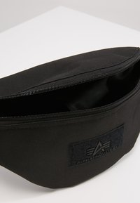 Alpha Industries - WAIST BAG - Ledvinka - black - 4