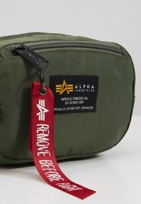 Alpha Industries - CREW WAISBAG - Vyölaukku - sage green - 2