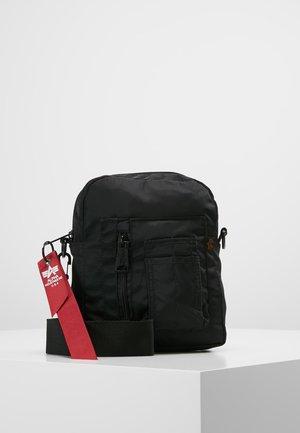 CREW CARRY BAG - Sac bandoulière - black