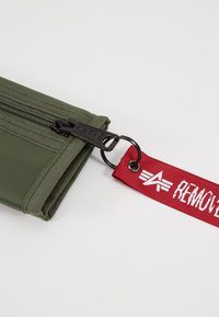 Alpha Industries - CREW WALLET - Portfel - sage green - 2