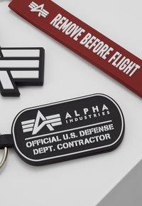 Alpha Industries - KEYCHAIN PACKAGE SET - Llavero - black - 3