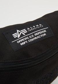 Alpha Industries - COORDINATES WAIST - Rumpetaske - black - 7