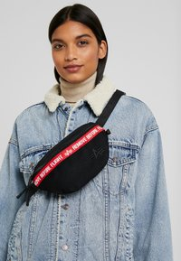 Alpha Industries - WAISTBAG - Heuptas - black - 1