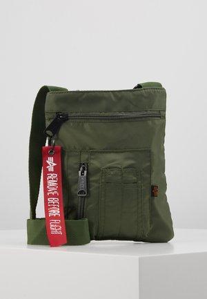 CREW MESSENGER BAG - Taška spříčným popruhem - sage green