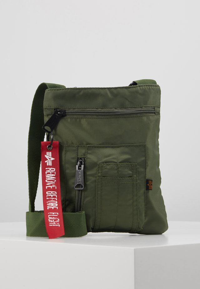 CREW MESSENGER BAG - Olkalaukku - sage green