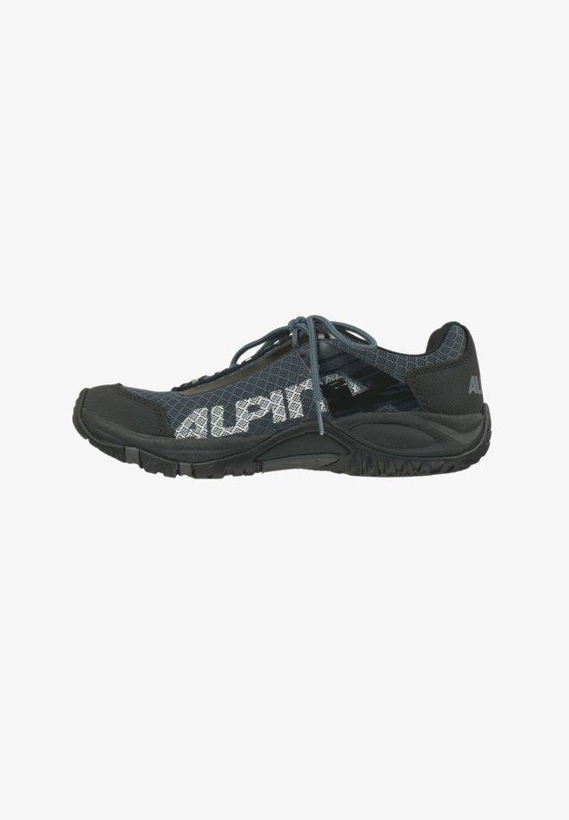 CURLY - Climbing shoes - schwarz