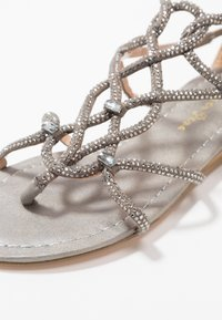 Alma en Pena - T-bar sandals - oporto pewter - 2