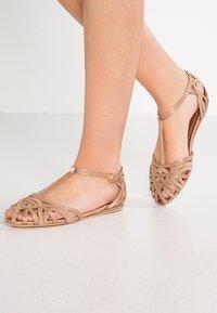 Alma en Pena - Ankle strap ballet pumps - old pink - 0