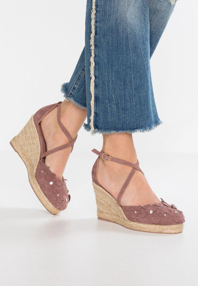 Alma en Pena - High Heel Sandalette - purple