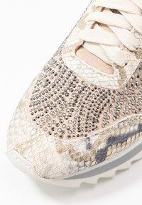 Alma en Pena - Sneakersy niskie - gold - 2