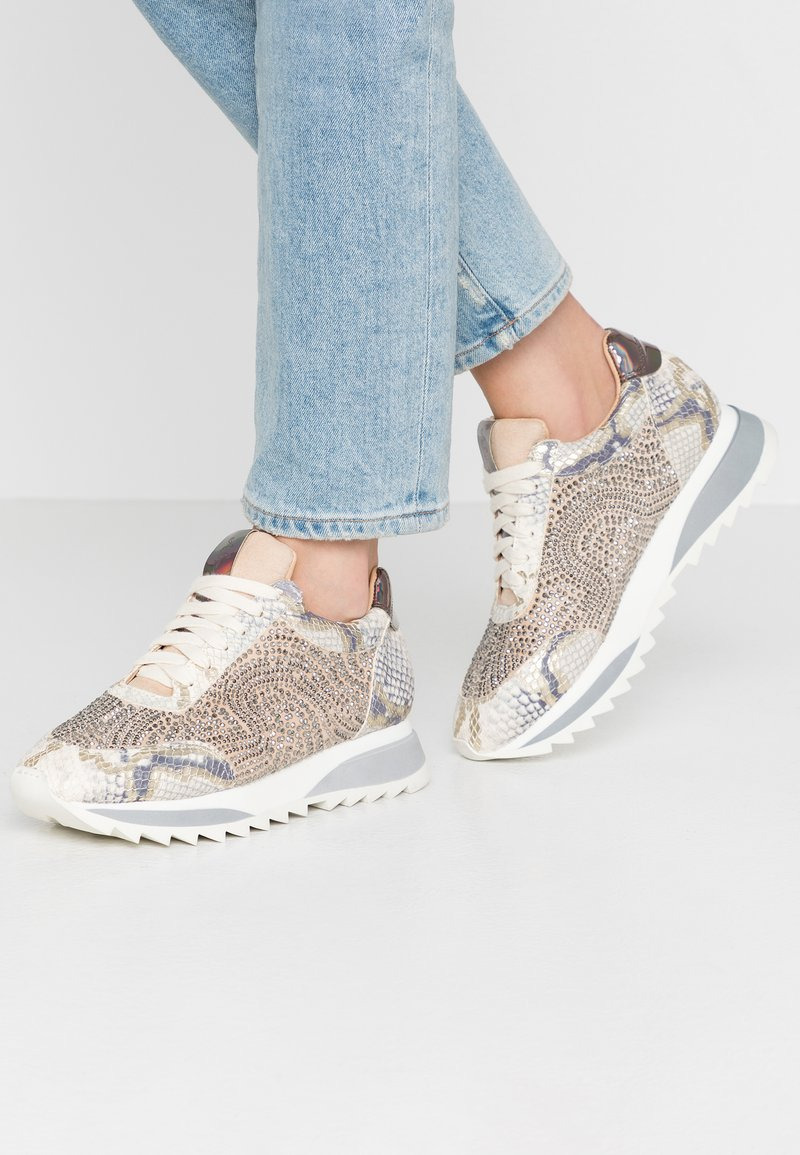 Alma en Pena - Sneakersy niskie - gold