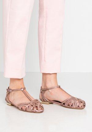Ankle strap ballet pumps - purple
