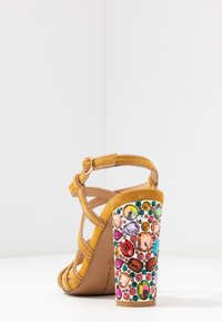 Alma en Pena - High heeled sandals - moustard - 5