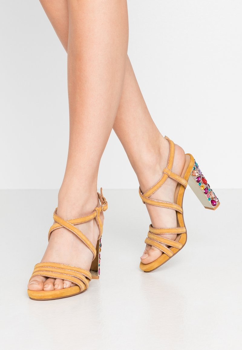 Alma en Pena - High heeled sandals - moustard