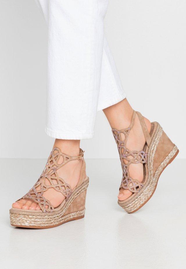 Korolliset sandaalit - vison