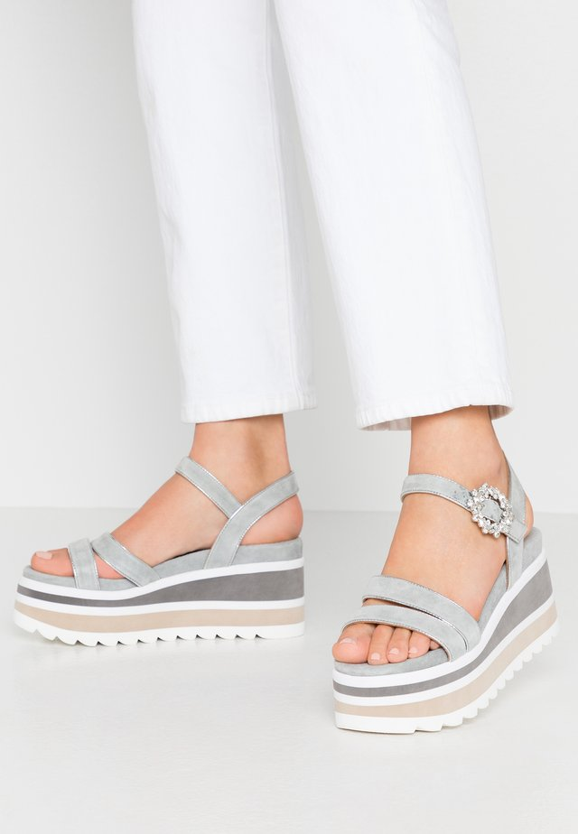 Sandalen met hoge hak - jeans