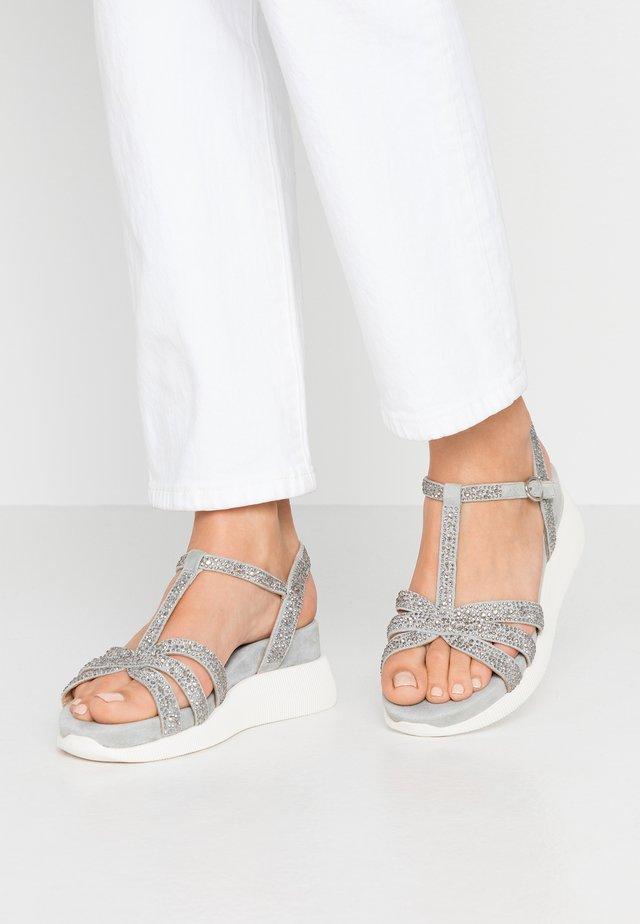 Sandalen met sleehak - jeans