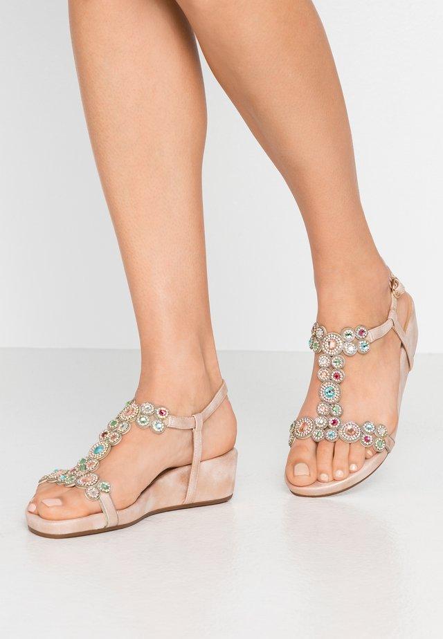 Sandaletter med kilklack - oporto pink