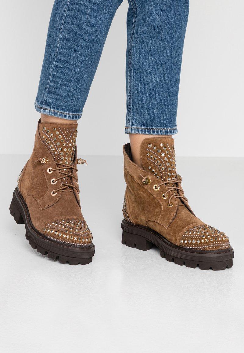 Alma en Pena - Lace-up ankle boots - camel