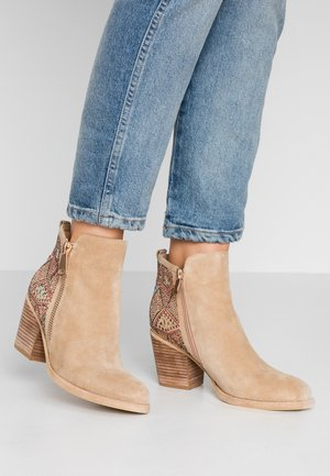 Classic ankle boots - sand
