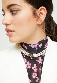 Alpenflüstern - HEDWIG - Halskette - cremeweiß - 1