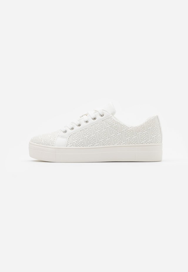 LOVIRECLYA - Sneaker low - other white