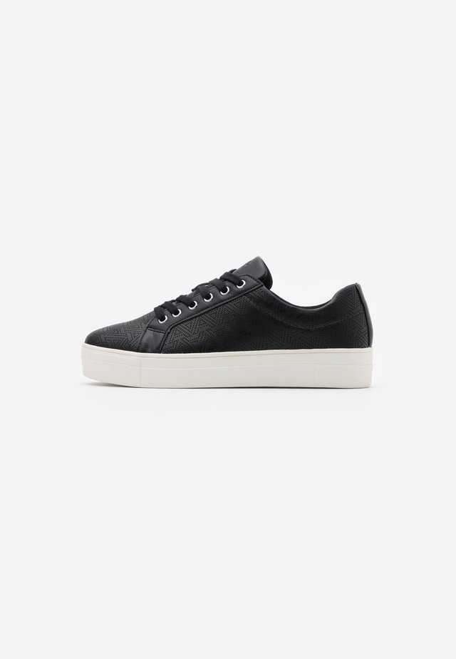 LOVIRECLYA - Sneaker low - black