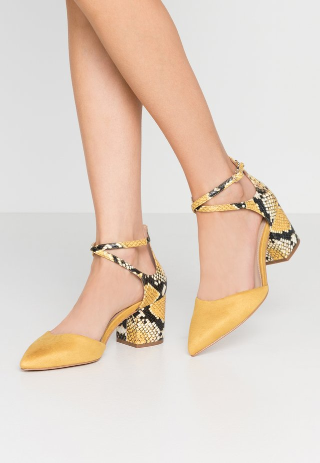 BROOKSHEAR WIDE FIT - Classic heels - other yellow