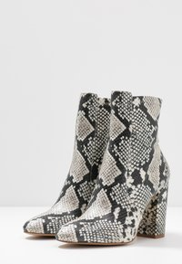 ALDO Wide Fit - AURELLAW WIDE FIT - High heeled ankle boots - natural - 4